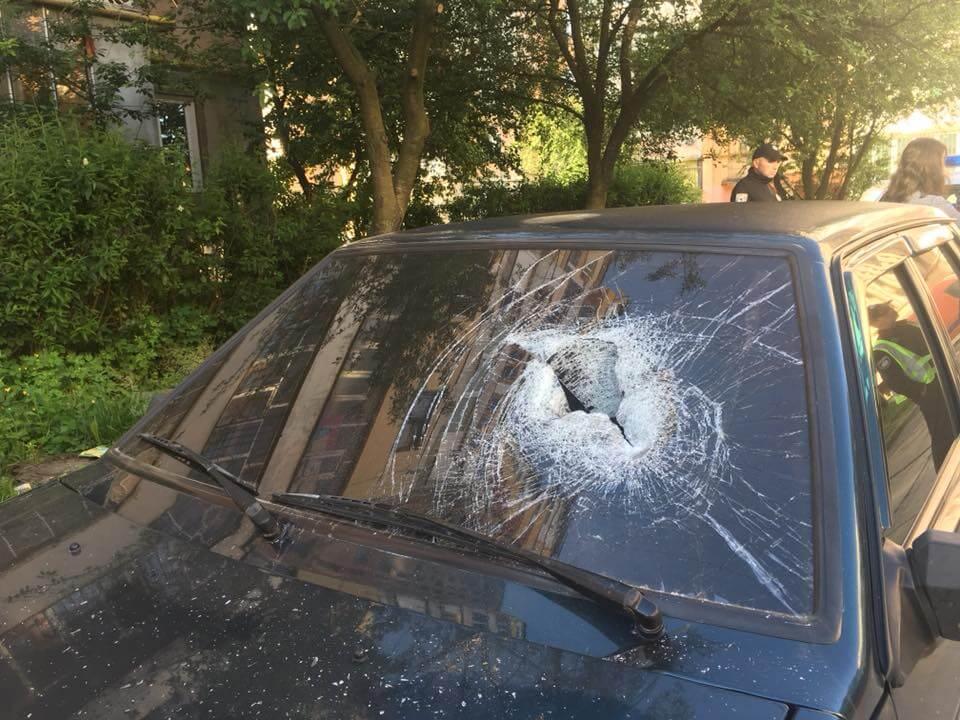 Невідомі трощать автівки у Коломиї: випадковість чи спланована акція