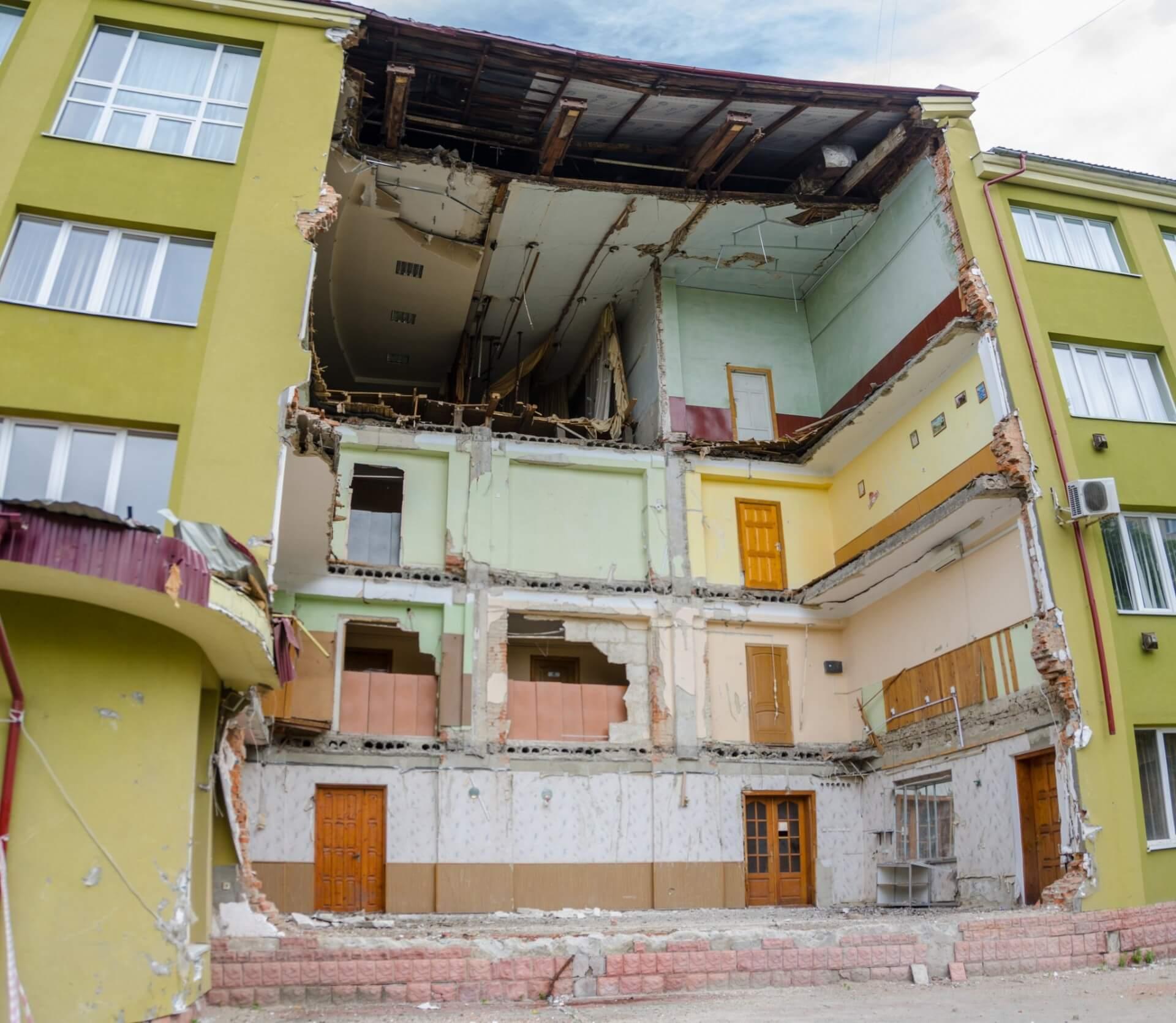 Частина будівлі економіко-правового знову обвалилася