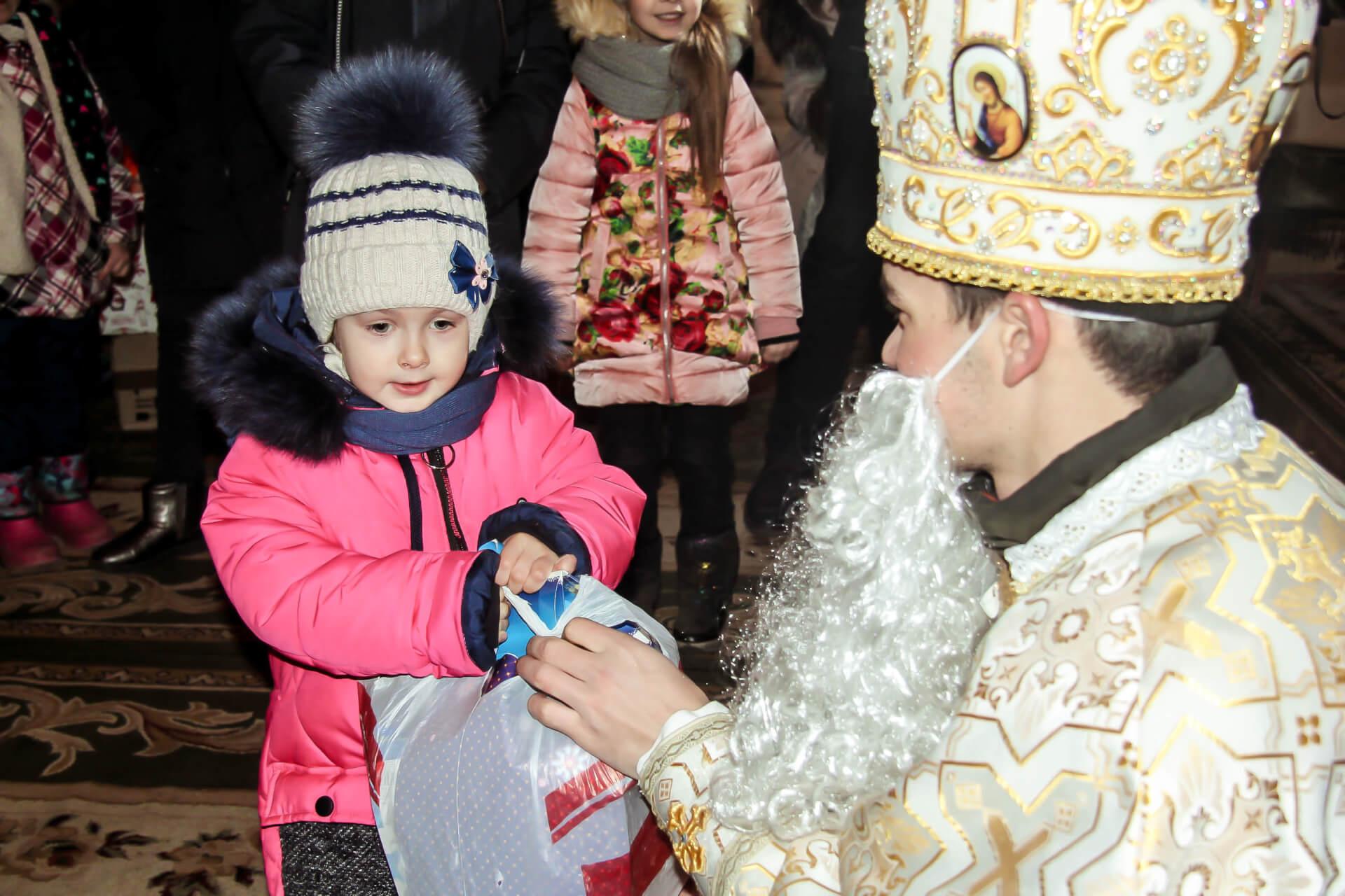 По той бік казки. Святий Миколай мандрує Східною частиною України