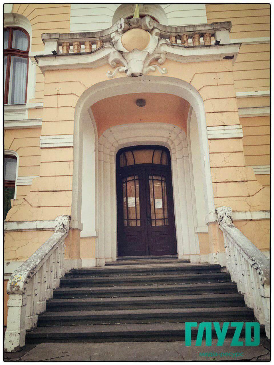 Двері, через які входила і виходила історія, вимагають реставрації