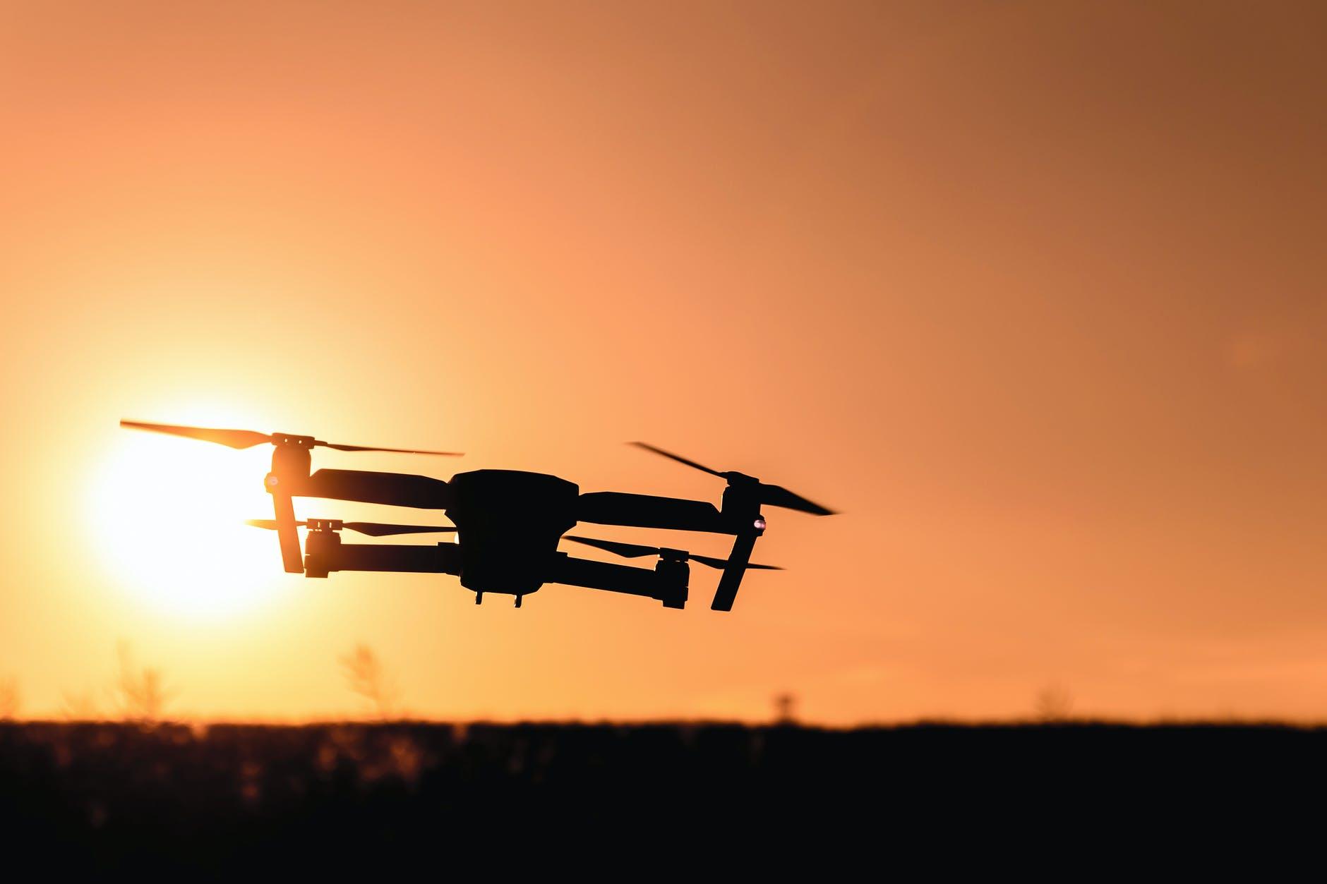 Доставка дронами, розумний смітник та видалення російських ботів — останні новини зі світу технологій