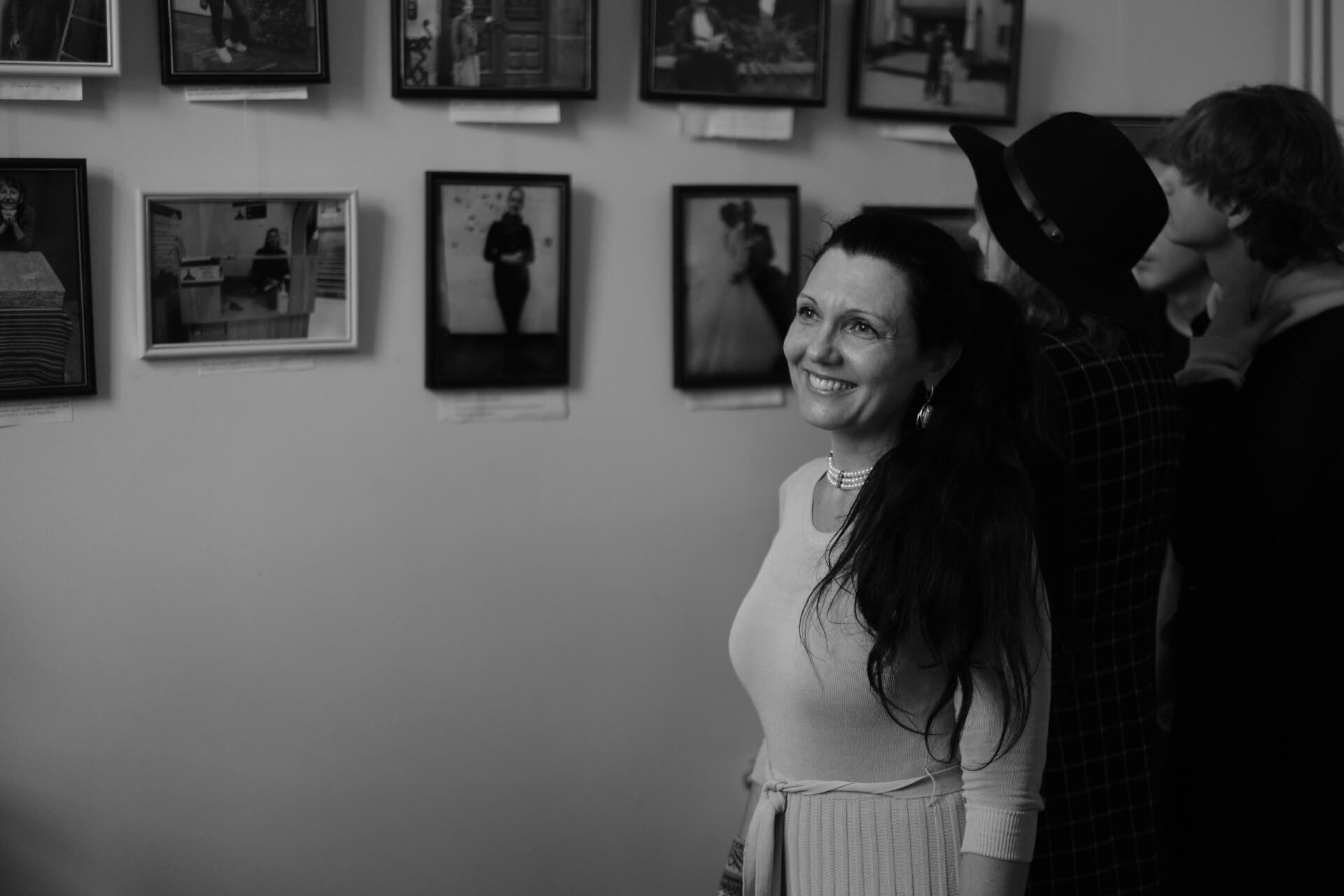 Чорним по білому: франківці крізь об'єктив фотографки з Бразилії