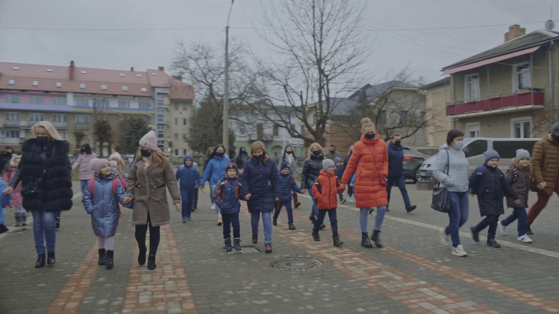 Учні Коломийського ліцею № 5 долучилися до всеукраїнського танцювального челенджу. Відео