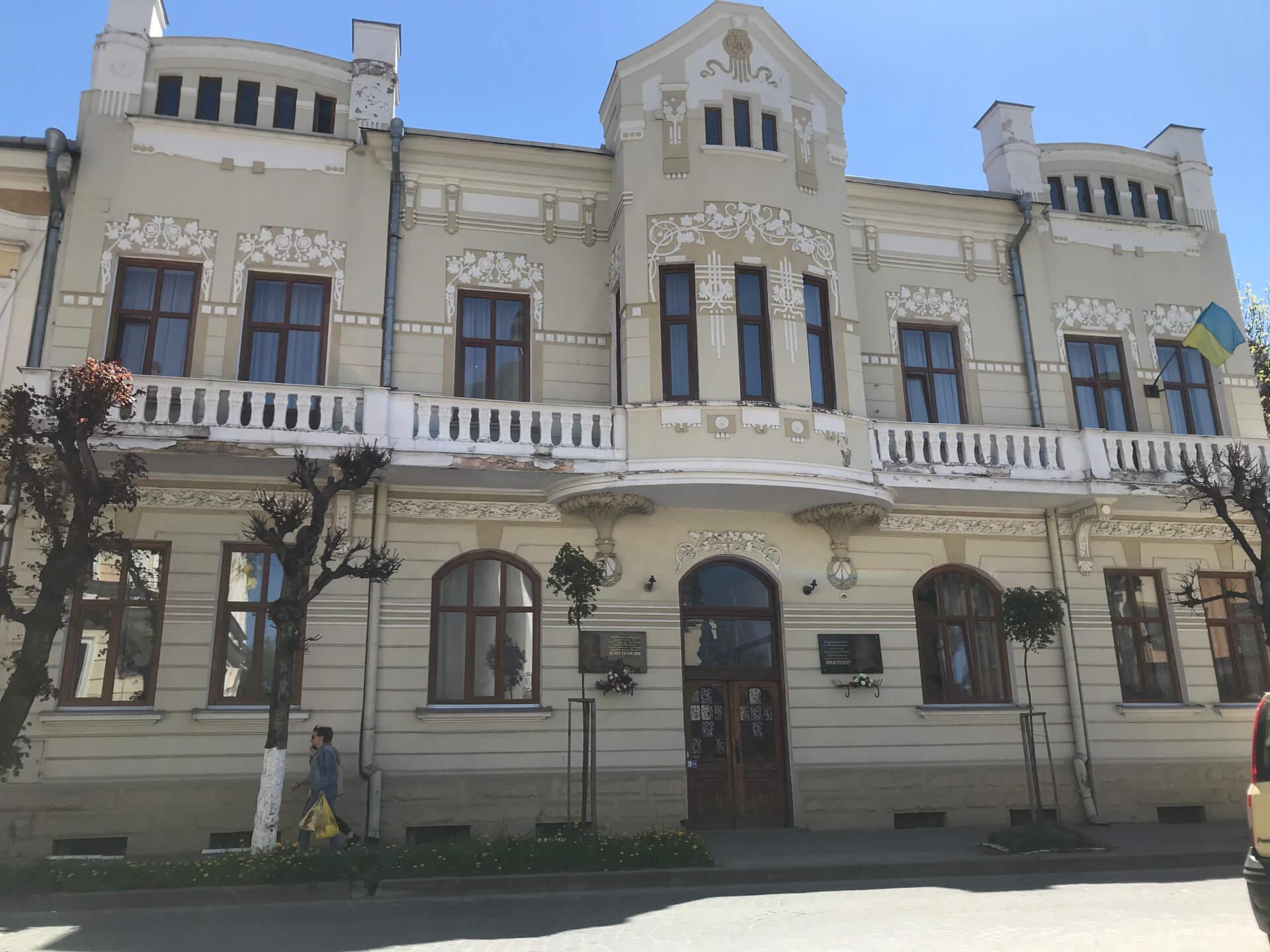 Чи збільшать оплату за навчання в художній та музичних школах Коломиї?