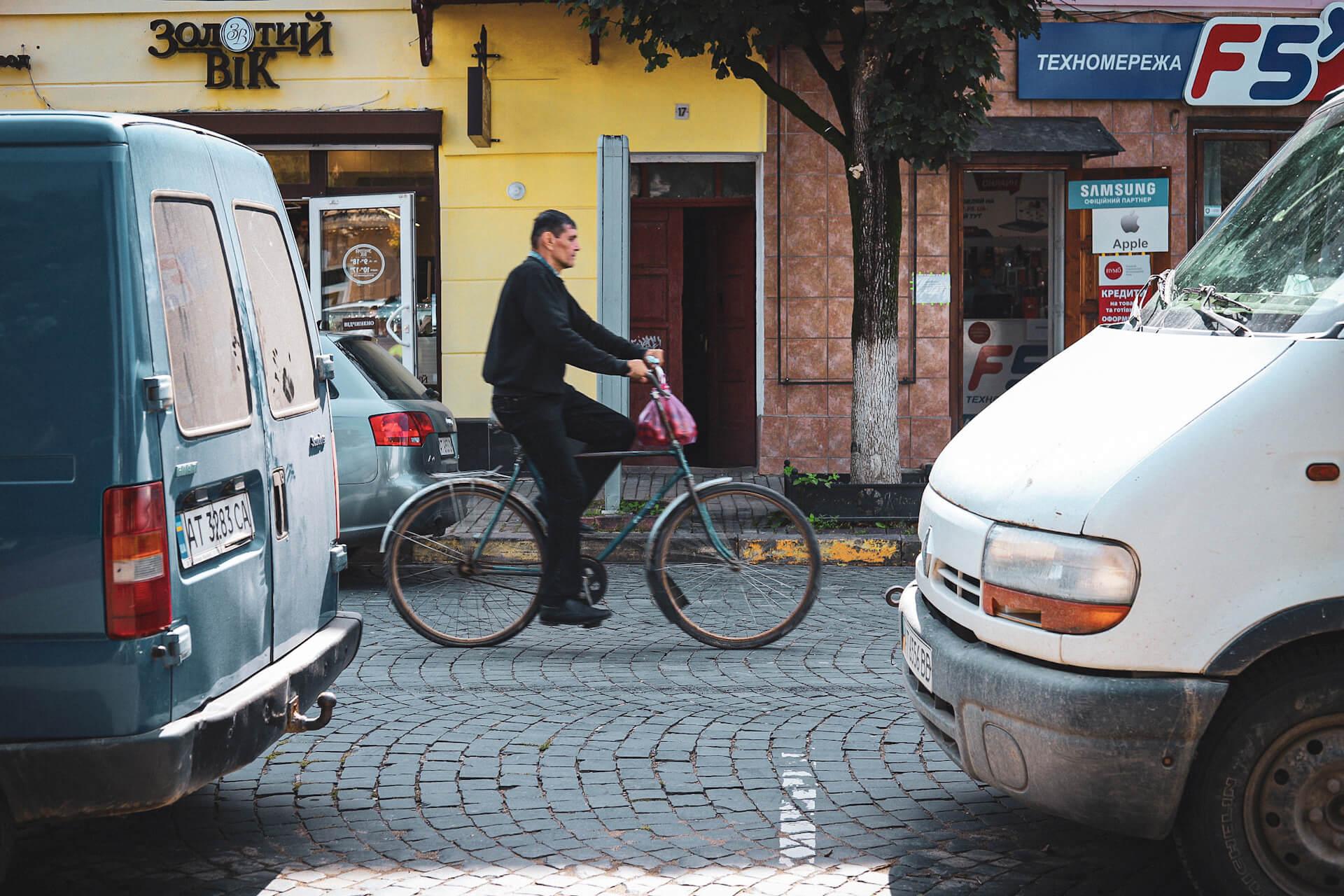 Як живеться коломиянам без велодоріжок і що планує міська влада?