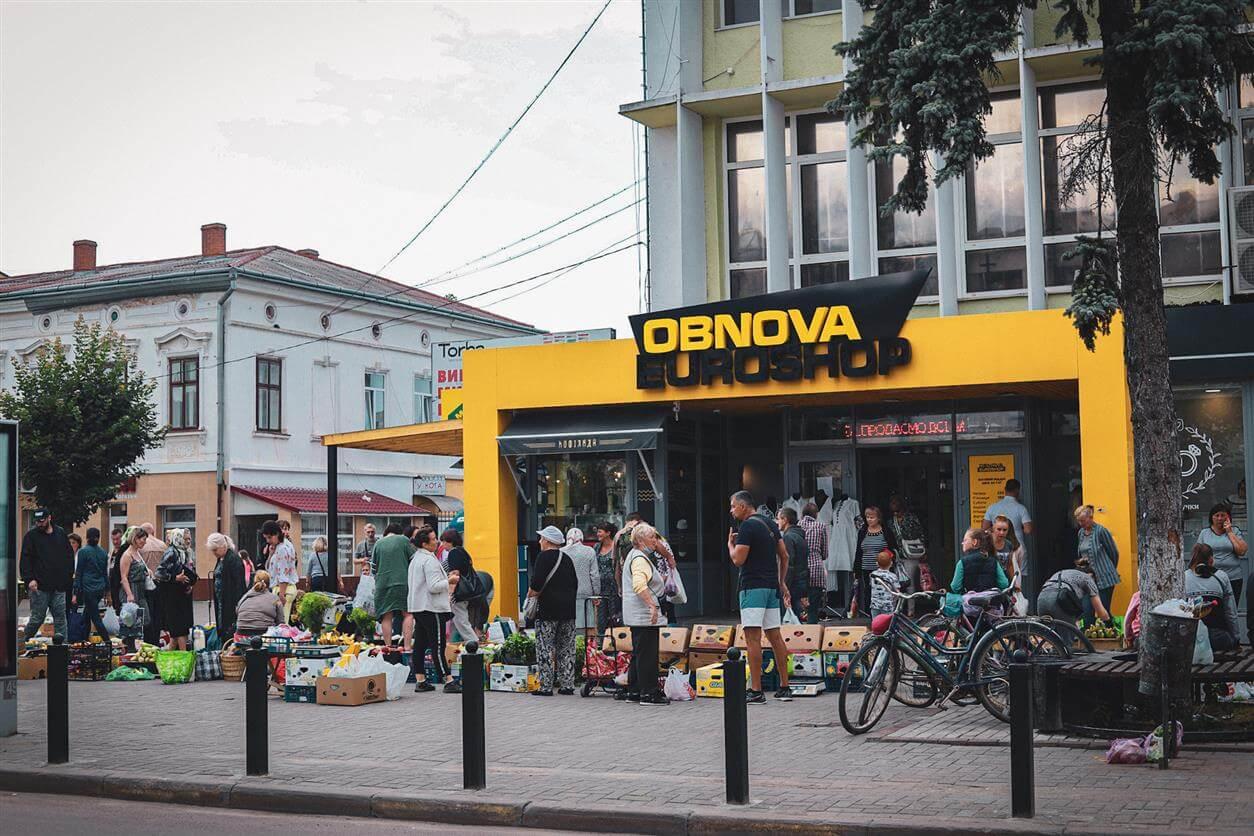 Стихійна торгівля зсередини, або як я стала продавчинею молока в середмісті Коломиї